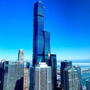 Exterior shot of Vista Tower's Chicago high rise condos