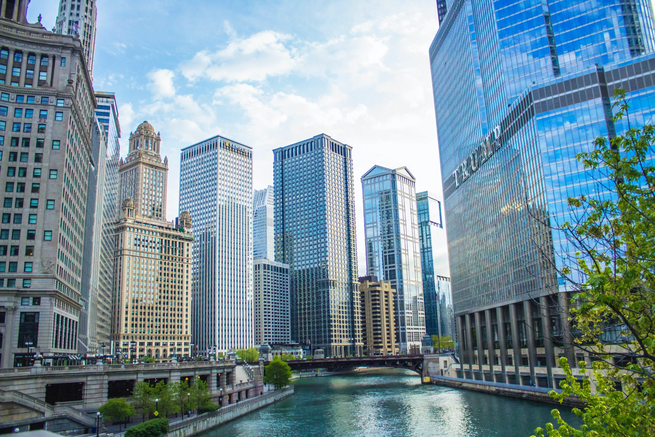 Photo of downtown Chicago's outdoor attraction the Riverwalk and its surrounding buildings