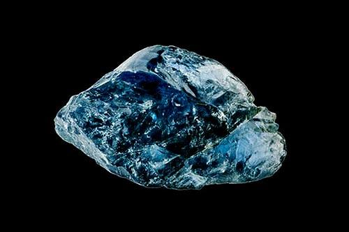 image of raw sapphire